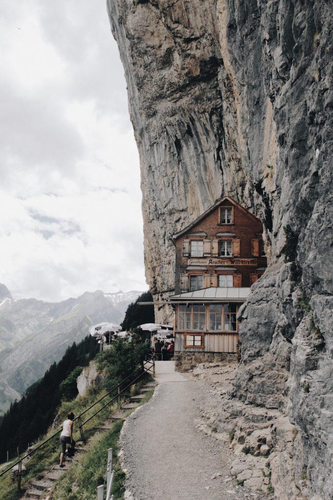 maison flanc montagne